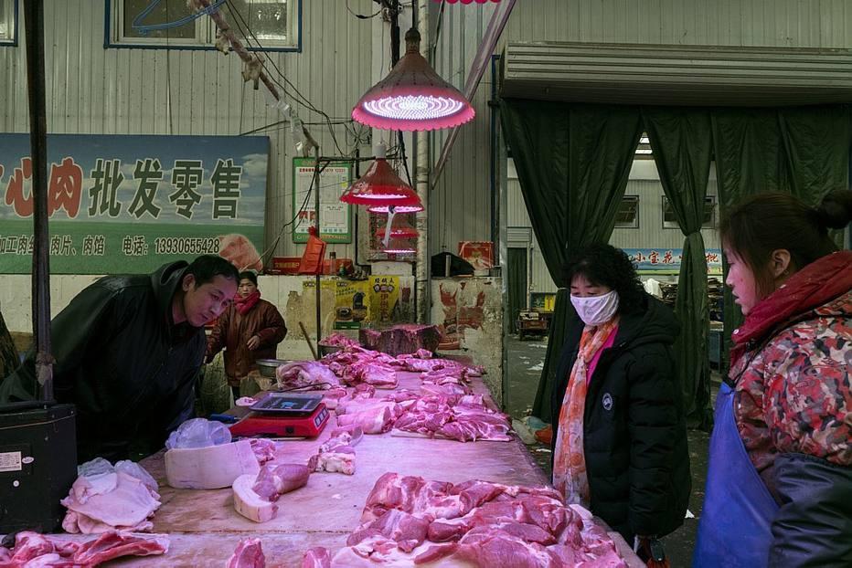 Um vírus pode ter se espalhado a partir de um mercado como este, em LangFang.