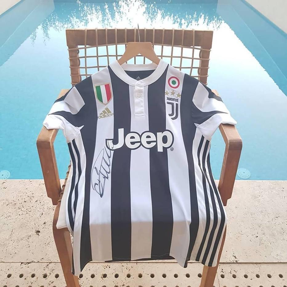 9d2e060925528 Veja o que um turista fez para conseguir o 1º autógrafo de CR7 na camisa da  Juve