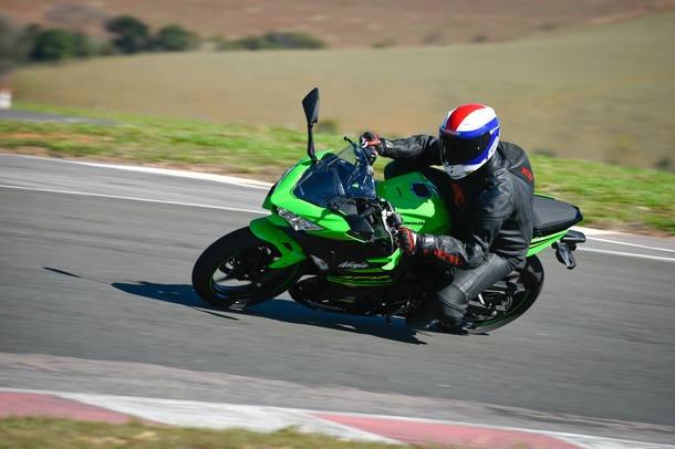 Aceleramos a nova Kawasaki Ninja 400 - Jornal do Carro - Estadão