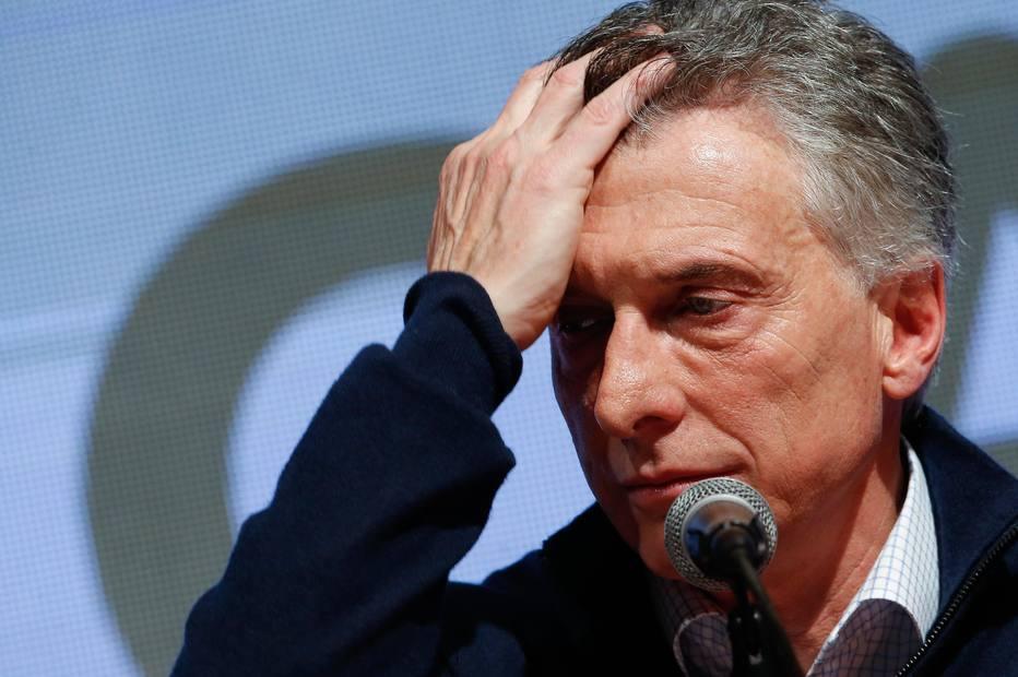 O presidente argentino, Mauricio Macri, ficou 15 pontos atrás do adversário peronista Alberto Fernández nas primárias