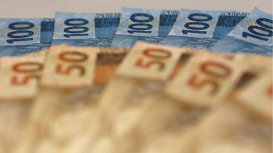 Orçamento do governo prevê salário mínimo de R$ 788 em 2015