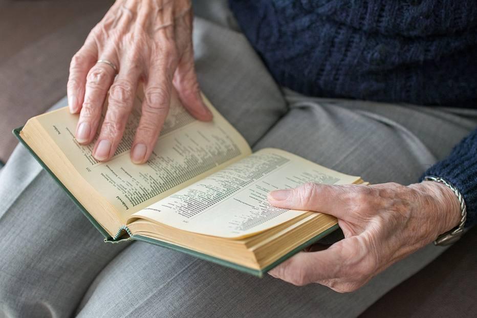 Exame de sangue pode detectar Alzheimer até 20 anos antes dos sintomas, mostra estudo – Saúde Estadão