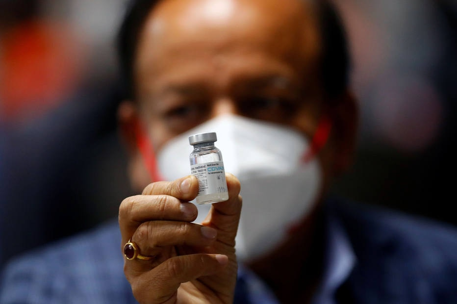 Sob forte pressão e lobby, governo compra vacinas da Índia e Rússia