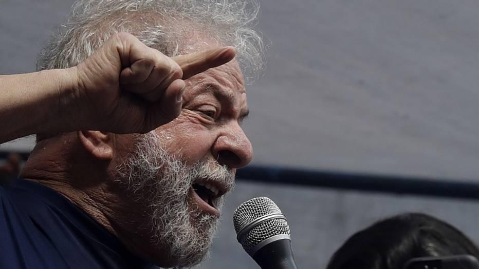 Após revés no TSE, defesa de Lula pede ao STF para suspender prazo de substituição na chapa