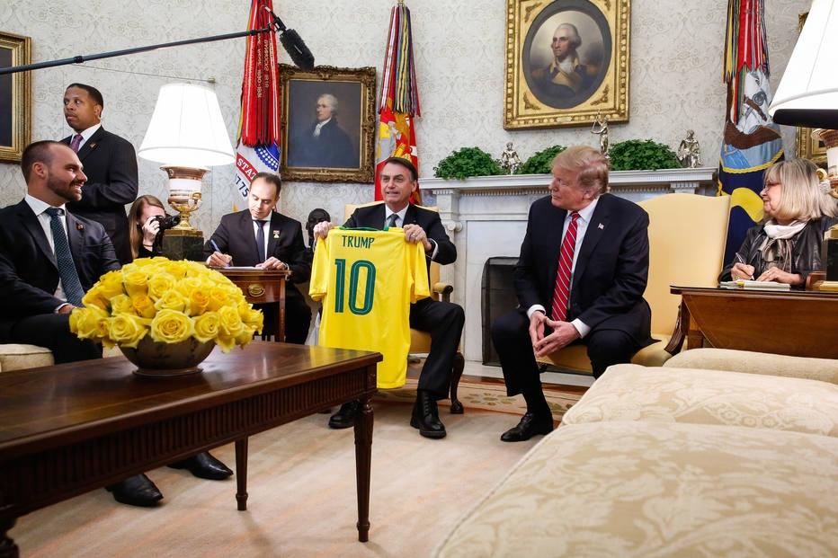 Análise: Alinhamento automático à Casa Branca é aposta de altíssimo risco - Internacional Estadão