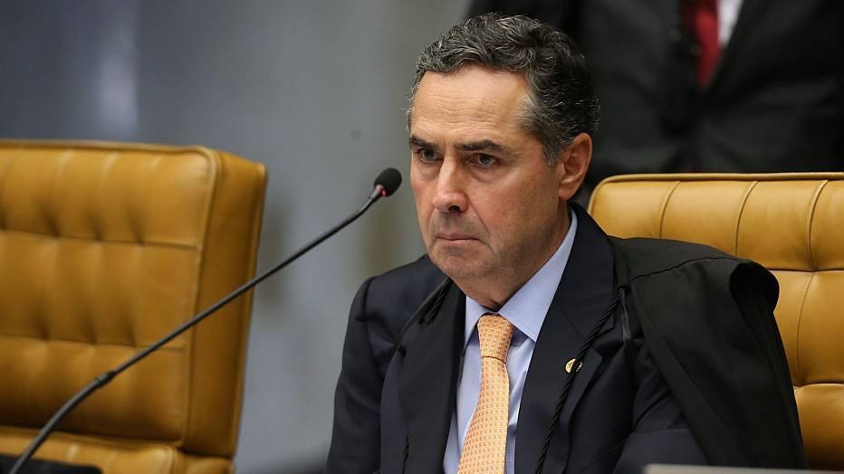 Barroso determina que investigados que estão no exterior se apresentem à PF no desembarque