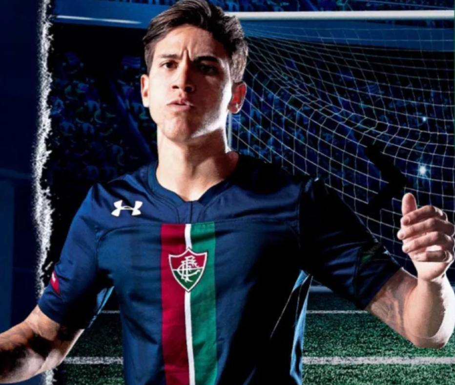 Fluminense lança nova terceira camisa em azul e divide opiniões da torcida. Novo  uniforme ... 78097541fc783