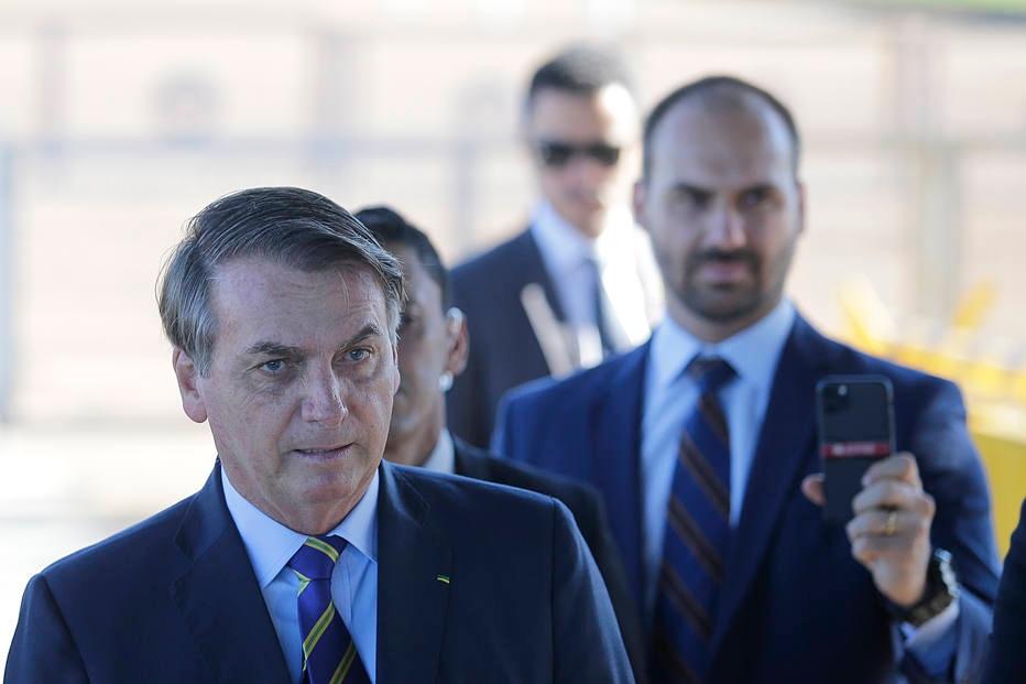Jornalistas se retiram de entrevista após Bolsonaro estimular apoiadores a hostilizar imprensa
