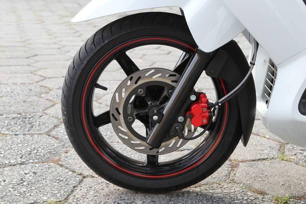 Honda SH300i desafia Dafra Citycom