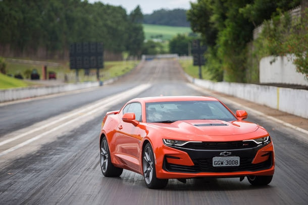 Comparativo: Chevrolet Camaro SS X Ford Mustang GT