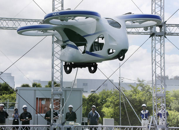 Carro voador japonês faz primeiro voo