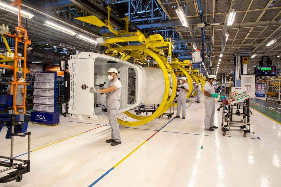 Produção industrial cai 18,8% em abril, no pior resultado em 18 anos