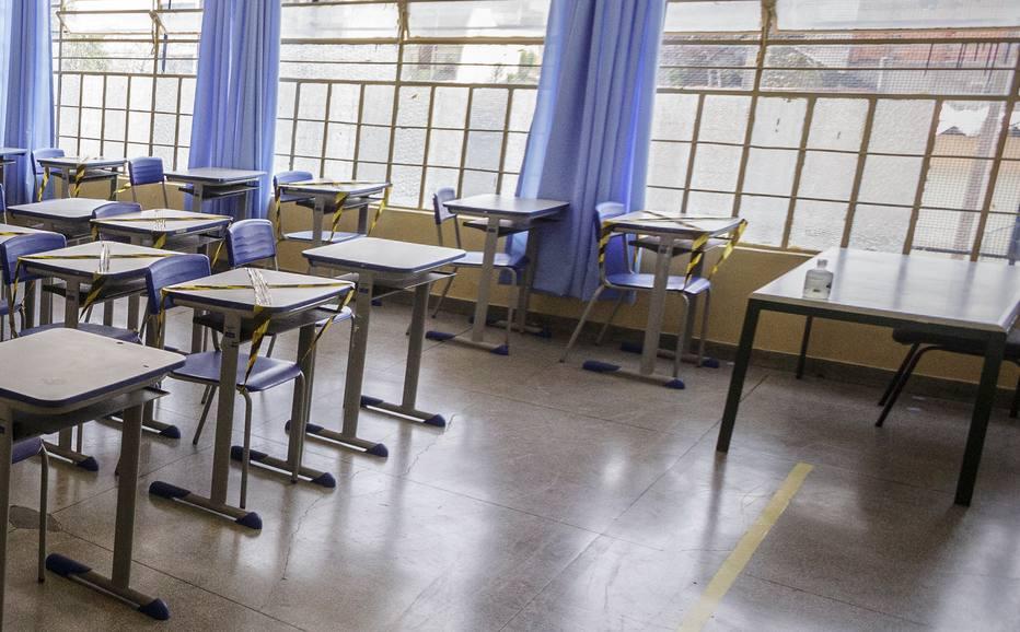 Sala de aula vazia numa escola
