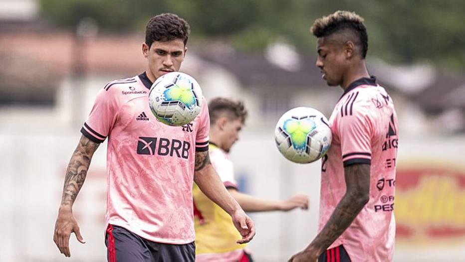 Flamengo visita Corinthians em busca da liderança