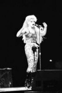 A cantora alemã Nina Hagen se apresenta no Rock in Rio I, 20/01/1985