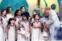 Gugu Liberato recebe o elenco da novela Chiquititas no seu programa no SBT, São Paulo, SP,02/11/1997.