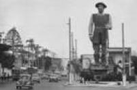 Vista geral da estátua em homenagem ao bandeirante<a href='http://acervo.estadao.com.br/noticias/lugares,borba-gato,7425,0.htm' target='_blank'>Borba Gato</a>no cruzamento da Avenida Santo Amaro com a Rua Bela Vista, em<a href='http://acervo.estadao.com.br/noticias/acervo,ha-30-anos-santo-amaro-recusou-separar-se-de-sp,11450,0.htm' target='_blank'>Santo Amaro</a>, 16/9/1969.