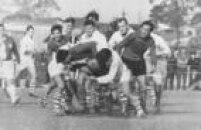 Na foto, a seleção Brasileira (branco) enfrenta o Chile em 1964 durante o Sul-Americano,<a href='http://acervo.estadao.com.br/pagina/#!/19640617-27347-nac-0015-999-15-not/busca/Rugbi' target='_blank'>realizado em São Paulo</a>. Os Brasileiros foram vice-campeões, o melhor resultado da seleção brasileira da história