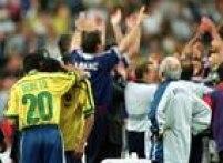 O técnico Zagalloassiste a festa dos franceses após vencerem o Brasil na fina da Copa do Mundo na França, 12/7/1998.