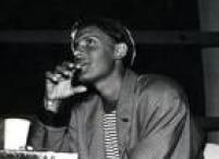 Trazia na mala algumas canções inéditas que se tornariam grandes sucessos do cantor, como 'O Tempo Não Pára'.