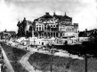 Teatro Municipal em 1911. O projeto do Teatro foi de Cláudio Rossi e o desenhos deDomiziano Rossi.