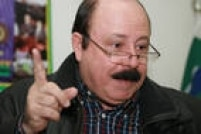 O candidato<a href='http://acervo.estadao.com.br/noticias/acervo,candidatos-no-acervo-levy-fidelix,7046,0.htm' target='_blank'>Levy Fidelix</a>durante entrevista na sede do PRTB (Partido Renovador Trabalhista Brasileiro), partido do qual épresidente, 4/8/2008