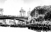 Desfile de militares durante as comemorações do IV Centenário da capital paulista, no vale do Anhangabaú, centro da cidade