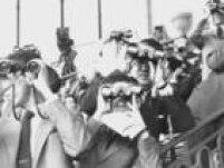 Público fica na expectativa na hora da largada do páreo no Jockey Club do Rio de Janeiro. Foto: 8/4/1957
