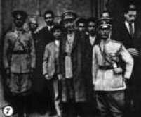O general Isidoro Dias Lopes ao lado de membros do seu Estado-Maior. Imagem publicada noSuplemento Rotogravurade 25/8/1932