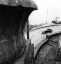 Automóvel segue pela Estrada Velha de Santos, em01/06/1971