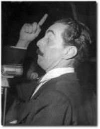 <a href='http://acervo.estadao.com.br/noticias/acervo,fotos-historicas-o-discurso-de-janio,10906,0.htm' target='_blank'>Jânio discursa exaltado</a>em comícios pró-Carvalho Pinto, no cine Nacional, em 1958