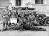 Soldados paulistasposam para foto durante a Revolução Constitucionalista de 1932.