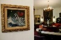 """""""Mulher com Flores e Galo Vermelho"""", obra do artista Marc Chagall e parte do acervo da Fundação Ema Gordon Klabin."""