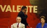O marqueteiro João Santana passa atrás de Michel Temer e Dilma Rousseff durante reunião com governadores aliados para discutir estratégia de campanha de reeleição da chapa PT- PMDB. Brasília, DF. 07/10/2014.