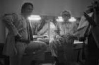 Campeões de audiência na década de 1970, os dois grandes comunicadores da história da TV brasileira -<a href='http://acervo.estadao.com.br/noticias/acervo,fotos-historicas-domingao-do-silvio-e-chacrinha,11216,0.htm' target='_blank'>Silvio Santos e Chacrinha</a>- comandavam juntos o<a href='http://acervo.estadao.com.br/pagina/#!/19700412-29144-nac-0028-999-28-not/busca/SILVIO+SANTOS+CHACRINHA' target='_blank'>Domingo Maior</a>, naGlobo, com 10 horas e meia de programação.