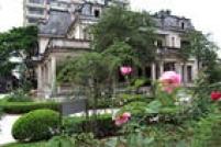 Espaço cultural recebeu o nome de Casa das Rosas devido às muitas roseiras existentes em seu jardim