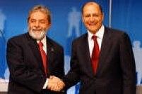 Os candidatos à presidência do Brasil, Luiz Inácio Lula da Silva (PT), e Geraldo Alckmin (PSDB), antes do início do debate promovido pela Rede Record de Televisão.São Paulo, SP. 23/10/2006.