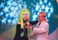 A modelo e atriz<a href='http://https://fotos.estadao.com.br/galerias/acervo,elke-maravilha-modelo-atriz-e-jurada,26701' target='_blank'>Elke Maravilha</a>participa do programa Domingo Legal, apresentado por Gugu Liberato e transmitido pela emissora SBT, em São Paulo,SP. 02/11/1997.