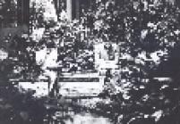 Jovem lendo no Parque Siqueira Campos, ou Trianon, em 1967.