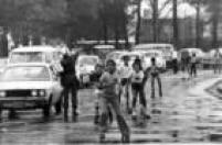 Em um domingo de 1970 crianças andam de patins debaixo de chuva nas<a href='http://acervo.estadao.com.br/noticias/acervo,rodinhas-em-vez-de-rodas,9898,0.htm' target='_blank'>ruas de lazer que eram fechadas</a>para carrosnesta época