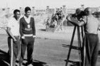 Os jogadores Pelée Mauro são filmados durante treino da Seleçãodo Brasil durante a Copa do Mundo de 1962, no Chile, 01/6/1962.