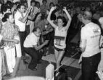 A atleta portuguesa<a href='http://acervo.estadao.com.br/procura/#!/Silvestre+%22Rosa+Mota%22/Acervo/acervo' target='_blank'>Rosa Mota</a>vence a São Silvestre de 1984. Foi a terceira vitória da corredora, que é seis vezes campeão da prova e detém até hoje o maior número de vitórias na São Silvestre.