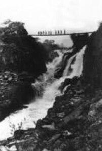 Cena do ultimo dia de Sete Quedas antes do fechamento para construção da Usina Hidrelétrica de Itaipu em 20/9/1984. Leia mais em<a href='http://acervo.estadao.com.br/noticias/acervo,sete-quedas,10175,0.htm' target='_blank'>Sete Quedas</a>