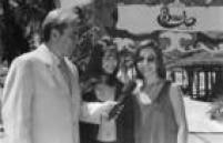 Gugu Liberato e a dupla Sandy e Júnior em cena do filme oNoviço Rebelde(1997).