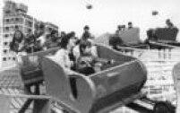 Criançasbrincam em parque de diversões. Foto: 10/10/1982