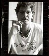 A famosa foto em que o Cazuza coloca a língua pra fora veio deste contato fotográfico, feita pelo fotógrafo Nem de Tal em 1986.<a href='http://https://fotos.estadao.com.br/galerias/acervo,contatos-fotograficos-cazuza,26482' target='_blank'>Veja esta galeria no link.</a>