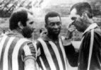 Observado por Gérson, Peléouve as instruções do técnico João Saldanha durante um treino da Seleção,Rio de Janeiro, RJ, 01/01/1960.