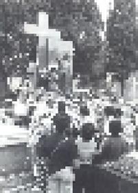 Outro túmulo famoso é o de Antônio da Rocha Marmo, o Antoninho, que faleceu em 1930 ainda jovem e atrai devotos que o consideram santo
