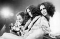 João Gilberto, Gal Costa e Caetano Veloso reunidos durante apresentação em 1980