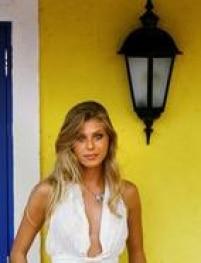 Caroline Bittencourt clicada por Jonne Roriz em 2005.